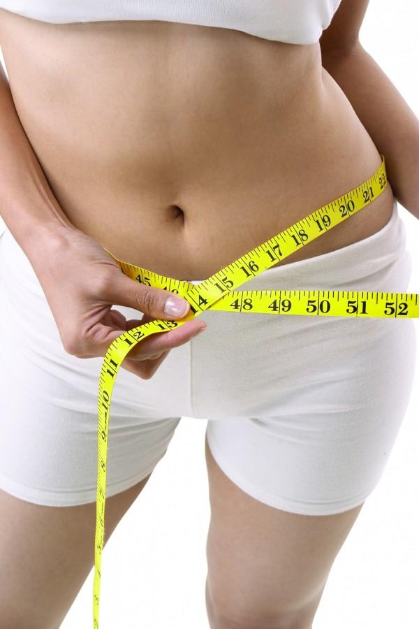 日本九州大學最新研究指出,吃飯時細嚼慢嚥的人們,能比狼吞虎嚥的人們少了42%的肥胖機率。(情境照)