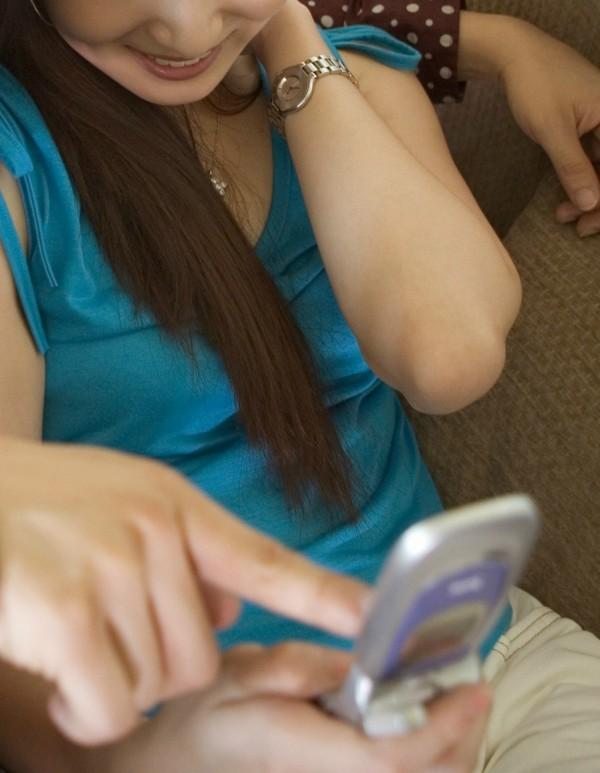 楊姓女高職生向呂姓好姐妹借相機,跟男友拍性愛照,返還時要求呂女回傳照片後刪除,呂女反將照片貼在LINE群組上。(情境照)