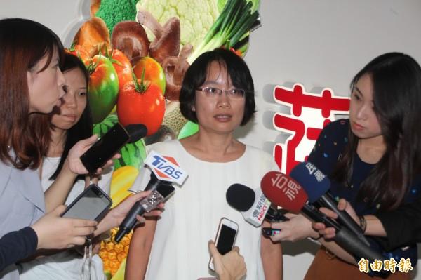 吳音寧(圖中)用業務推廣費買下蔬菜殘貨,遭議員質疑,北農發文回擊。(資料照)