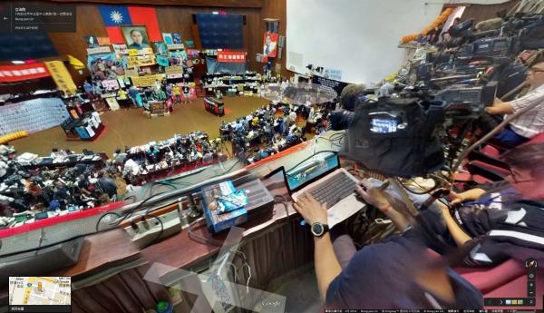 使用者還可以登上二樓的媒體度俯視全場。(圖片擷取自 Google Map)