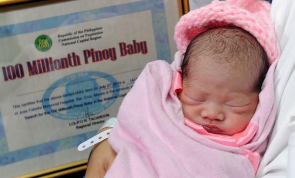 「第一億個寶寶」裘娜琳27日在馬尼拉法貝拉醫院誕生,人口突破1億大關,對菲律賓是一大挑戰。(法新社)