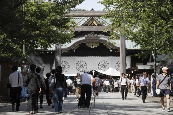 日本靖國神社(圖)宮司(最高代表)小堀邦夫被揭批評日本天皇明仁不前來參拜,是「打算毀掉靖國神社」。小堀因不當發言飽受批評,10日宣布請辭。(歐新社)