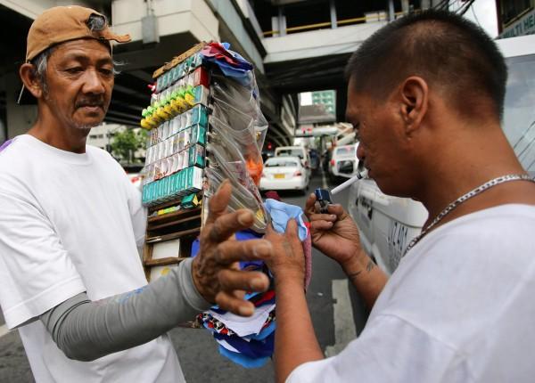 菲律賓室內外的公共場所一律禁菸,國人赴菲旅遊需多加留意。(歐新社)