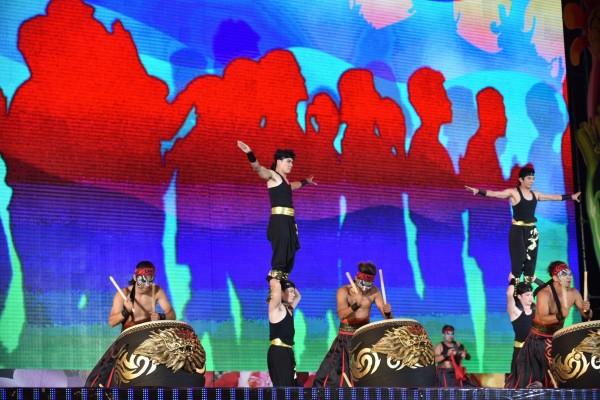 花博開幕晚會找來九天民俗技藝團等國內外團隊演出。(紙風車劇團提供)