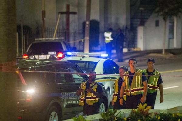 被槍殺身亡的民眾都是在一走進教堂就中槍,現場多具屍體。(歐新社)