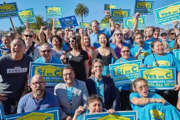 雲端服務供應商Salesforce.com的執行長貝尼奧夫相當支持法案,還慷慨金援造勢活動。(圖取自Marc Benioff推特)