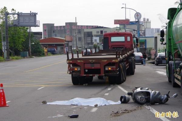 婦人遭拖板車拖行45公尺,慘遭爆頭當場死亡。(資料照)