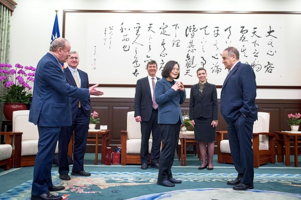 President Tsai Ing-wen, third right, yesterday welcomes a delegation from Harvard University's Fairbank Center for Chinese Studies to the Presidential Office in Taipei. Photo: CNA, courtesy of the Presidential Office