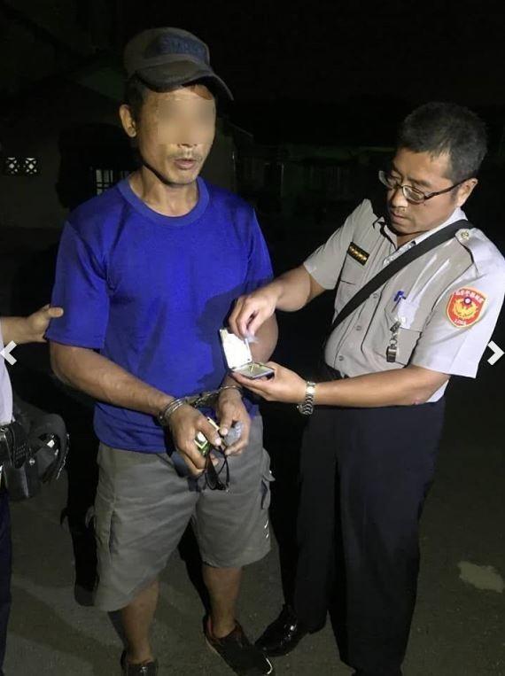 涉犯毒品、竊盜等案的李姓男子(左)落網時,員警還在勸他要改邪歸正、母親才能瞑目。(圖擷取自雲林縣警察局網站)