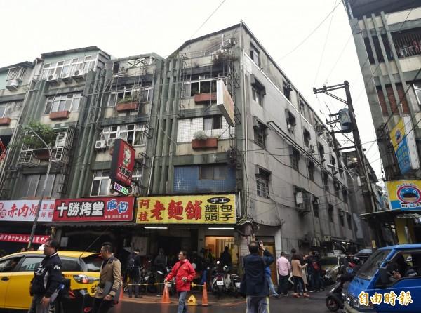 新北市中和區興南路22日發生縱火案,造成嚴重傷亡。(記者方賓照攝)