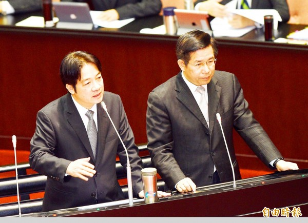 Premier William Lai, left, and Minister of Education Pan Wen-chung answer legislators' questions at the Legislative Yuan in Taipei yesterday.
