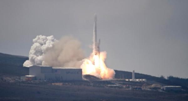 福爾摩沙衛星五號在今天凌晨從加州范登堡空軍基地順利升空。(美聯社)