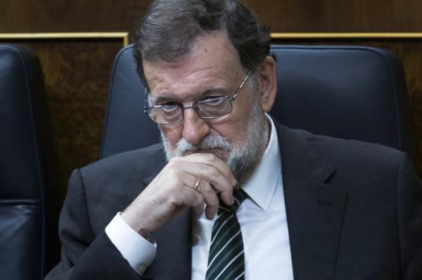 西班牙總理拉霍伊(見圖)的辦公室發言人今表示,將于周六(21日)啟動憲法第155條,中止加泰隆尼亞自治權,並由中央接管。(美聯社)