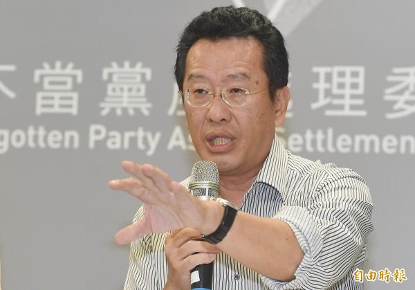 黨產會下午召開記者會,顧立雄表示黨產會第5次委員會議做出決議,認定中央投資公司與欣裕台公司是中國國民黨的附隨組織。(記者廖振輝攝)