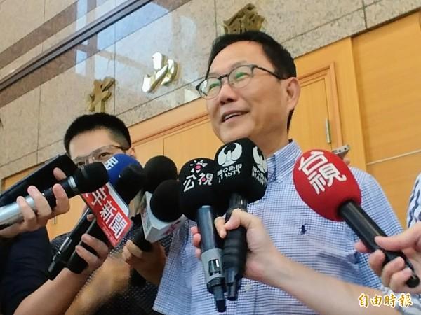 國民黨台北市長候選人丁守中對於政府的處理方式並不滿意,今晚在臉書批評柯市府「反應慢半拍」,柯市府螺絲掉滿地。(資料照)
