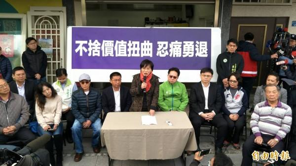 立委劉世芳退出高雄市長初選,下午召開記者會說明。(記者張忠義攝)