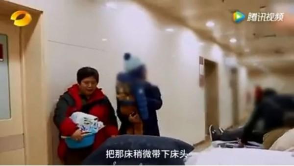 阿嬤的2歲半孫子透過視訊對她說「奶奶我愛你」,沒想到阿嬤奇蹟般恢復心跳。(圖擷取自YouTube)