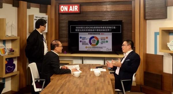 行政院長林全今晚間接受網路直播節目專訪,說明前瞻基礎建設特別預算,並回覆網友提問。(圖擷自林全臉書)