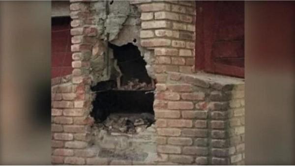美國加洲一名男子傚仿耶誕老人爬煙囪,疑似想潛入民房行竊,沒料到屋主在壁爐生火取暖,滯留在煙囪裡的男子不幸死於濃煙和燒傷。(圖擷取自《CBS NEWS》)