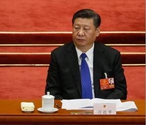 日本學者高原明生(AkioTakahara)認為,中國取消國家主席任期制後,一旦中國內部社會不穩,習近平可能會對台灣更強硬。(歐新社)