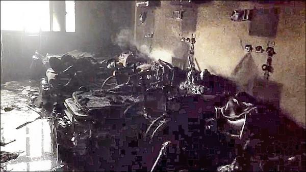 屏東縣恆春南門護理之家昨凌晨4點多失火,緊急撤離150名患者,4人來不及逃生罹難,55人受傷,起火點燒得焦黑。(記者蔡宗憲翻攝)