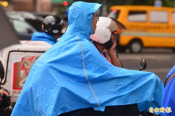 中央氣象局發布泰利颱風海上警報,除了北部降雨外,中南部山區會有午後雷陣雨。(記者王藝菘攝)