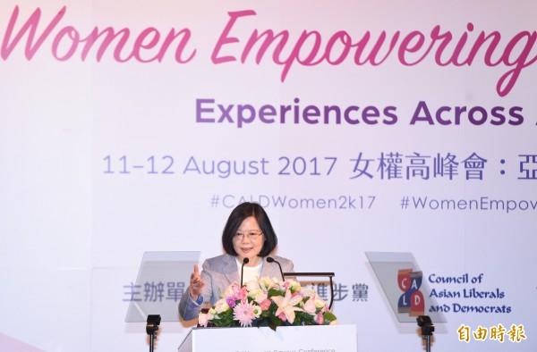 總統蔡英文(見圖)11日出席民進黨「2017CALD亞洲自由民主聯盟—女權高峰會」開幕致詞。(記者廖振輝攝)