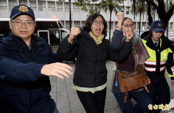 勞團違法臥軌影響交通 警逮15人移送北檢