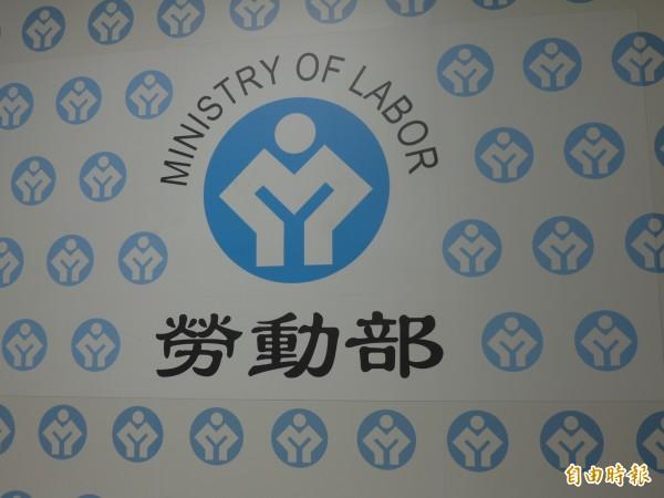 勞動部新出爐的報告指出,一例一休實施後,今年1月到8月工時、加班減少,加班費、薪資增加。(資料照,記者李雅雯攝)