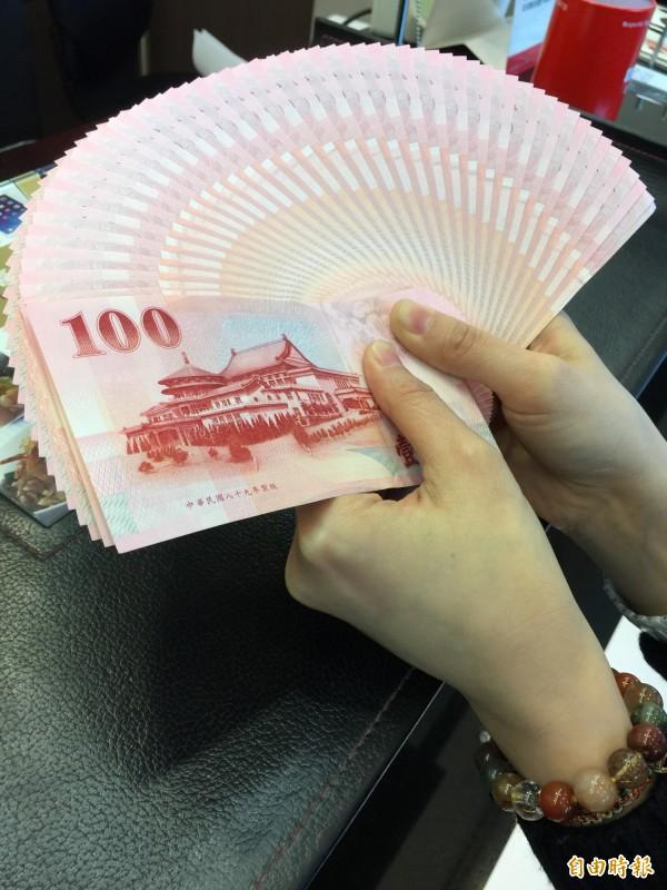 新台幣今天早盤以30.42元開出,盤中最高價來到30.3元,最低價30.42元,終場以30.363元作收,升值4.5分。(資料照,記者李靚慧攝)