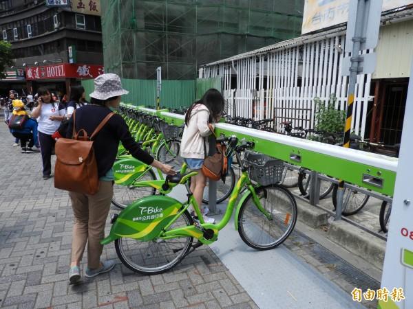 台南市交通局為保障台南市公共自行車系統(T-Bike)使用者安全,今(1)日投保個人傷害險。(資料照)