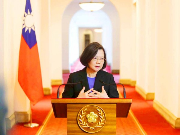 President Tsai Ing-wen speaks at a news conference in a hallway of the Presidential Office in Taipei yesterday. Photo: CNA