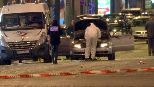 法國巴黎昨晚發生槍擊案,外交部表示暫無國人遭受波及訊息。圖為法國警方在現場進行調查。(路透)