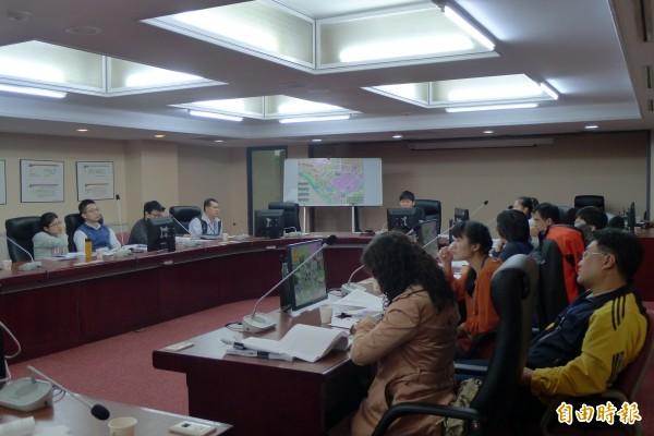 北市暫定古蹟「嘉禾新村」由好勁道工作室與議員李慶鋒在北市議會召開公聽會。(記者游蓓茹攝)
