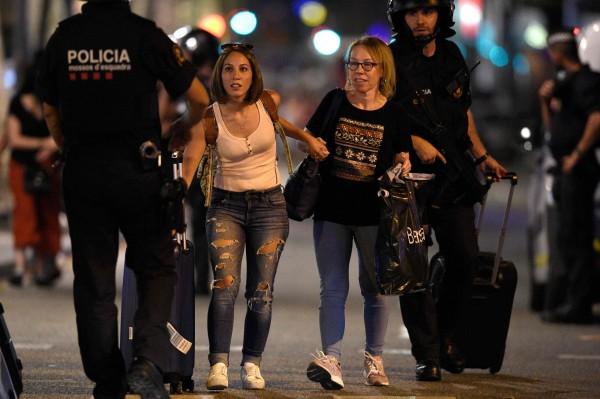 巴塞隆納在當地時間17日下午有恐怖份子駕車在蘭布拉大道來回衝撞,導致13人死亡與上百人受傷。(法新社)
