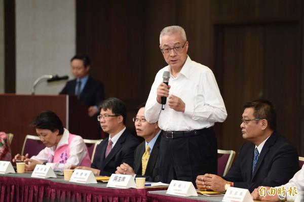 國民黨主席當選人吳敦義17日出席出席台灣青年圓桌會議,致詞並聽取與會者的意見及建議。(記者叢昌瑾攝)