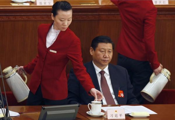 2008年被選為胡錦濤繼任者的習近平出席人大會議。(美聯社)