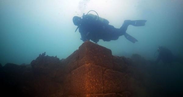 考古團隊於凡湖湖底發現3000年前的烏拉爾圖文明的古堡廢墟。(圖截自IHA PHOTO)