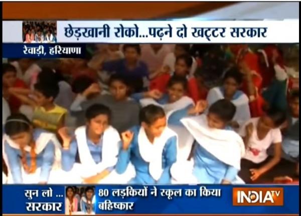 印度達哈納村的學生,正在為人身安全進行絕食抗議。(圖擷取自Youtube)