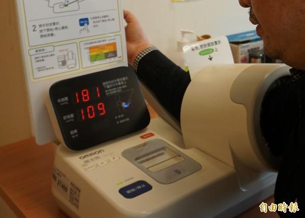 英國倫敦大學學院發布在《歐洲心臟期刊》最新研究指出,患有輕度高血壓的中年人,將來罹患失智症的機率比常人高出45%。(資料照)