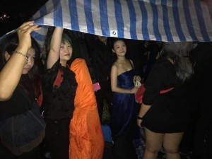 國慶音樂會找來許多資歷顯赫的音樂家出場演奏,卻要他們受日曬雨淋。(圖由馮楚軒提供)
