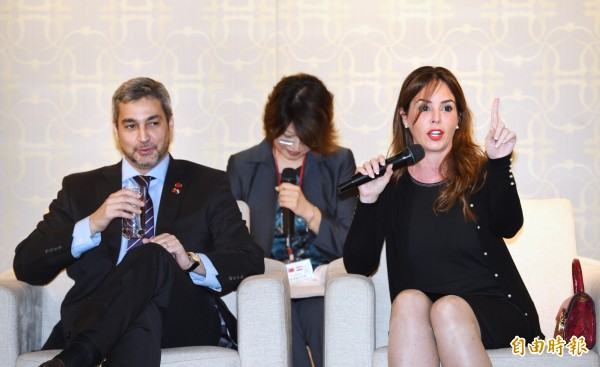 巴拉圭總統阿布鐸伉儷今天接受媒體訪問,阿布鐸談到與中國關係時表示「我們不會犧牲任何一個友邦或是我們的好朋友」。(記者方賓照攝)