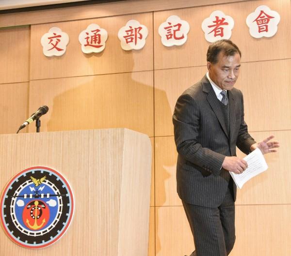 交通部長葉匡時因為立法院交通委員會二度否決高鐵財改案,決心請辭。(記者陳志曲攝)