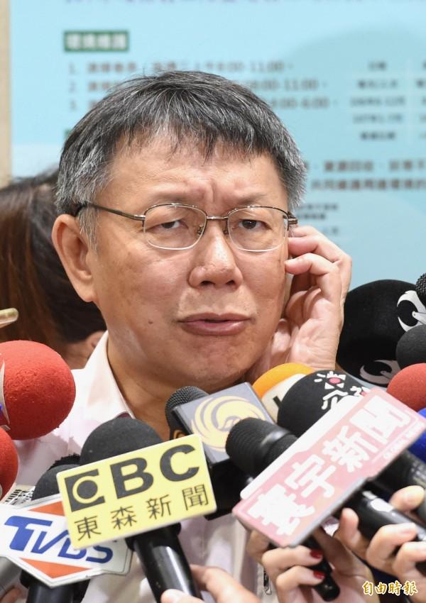 台北市長柯文哲否認電動共享汽車政策跳票,強調只是成本現階段還划不來。 (記者方賓照攝)