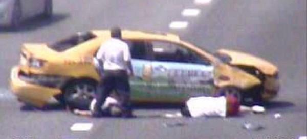 國道一號五楊高架道路北上36.4公里處,今日上午接近11時許發生一起計程車自撞事故。(記者曾健銘翻攝)