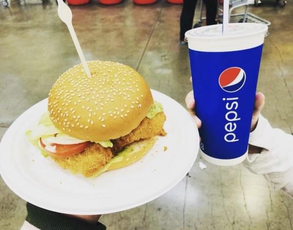 好市多指出,泰式風味雞腿堡是在1月1日推出。(圖取自Dcard)