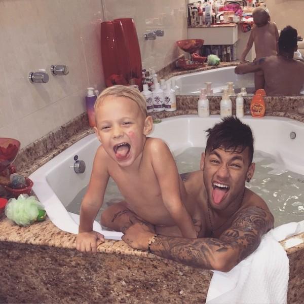 內馬爾與七歲的兒子Davi Lucca,IG上常常有一起扮鬼臉的照片。(取自內馬爾 IG)