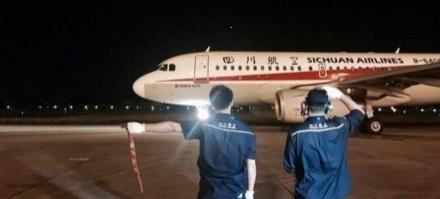 昨晚(8日)九寨溝發生強震後,一架原訂從無錫飛往九寨溝的航班122名旅客陸續放棄行程,只剩1人堅持出發。示意圖。(翻攝微博)