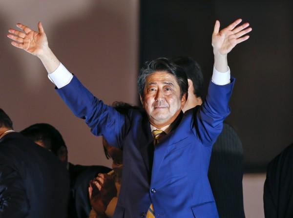 安倍晉三大勝 執政聯盟囊括2/3議席