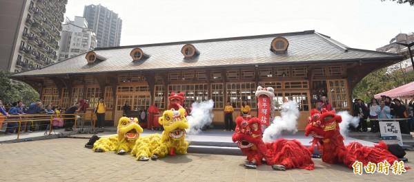 新北投車站1日落成開幕,副市長陳景峻主持剪綵儀式。(記者方賓照攝)